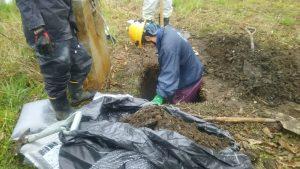 「穴掘り」最後は責任者が確認