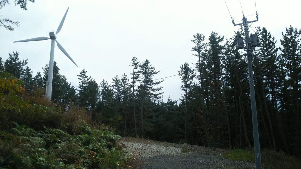 伐木、土地造成、砂利舗装、高圧電線引込、風車建込で1セット
