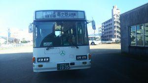 バスは日豊線沿いの県道を経由